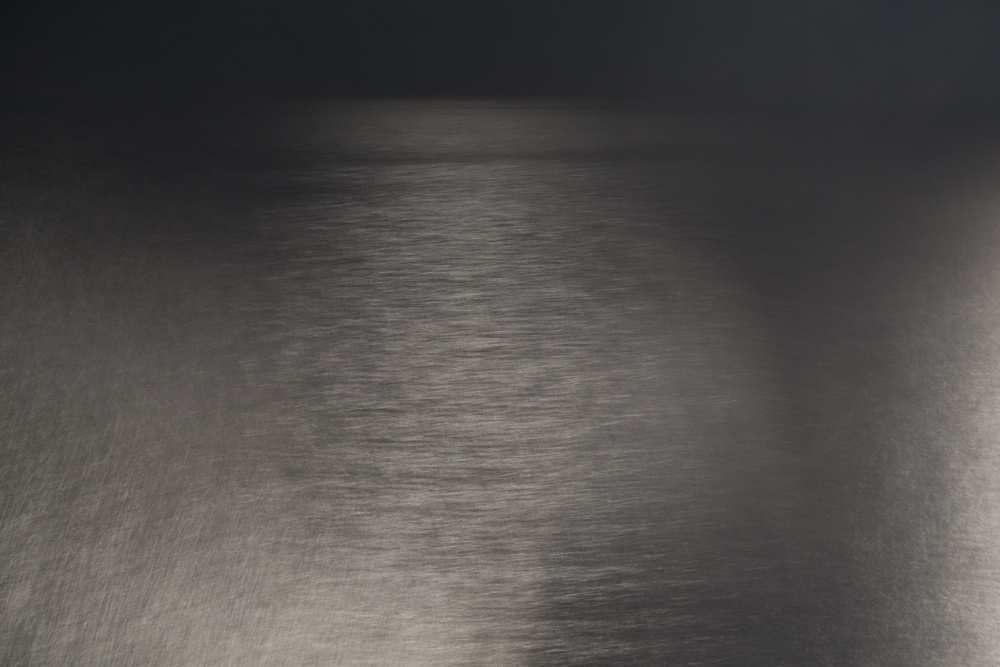 VERTEX (sea, horizon line, moonlight, 30 sec.)
